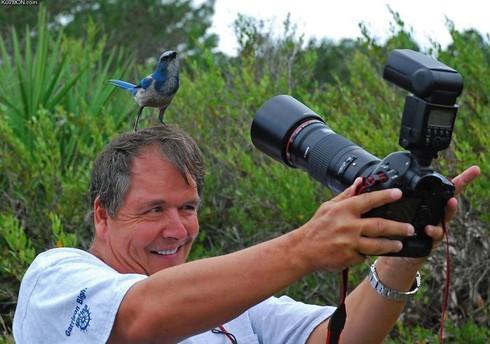 Những khoảnh khắc đẹp về các nhiếp ảnh gia đam mê tác nghiệp - ảnh 9
