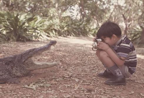 Những khoảnh khắc đẹp về các nhiếp ảnh gia đam mê tác nghiệp - ảnh 14