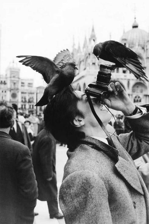 Những khoảnh khắc đẹp về các nhiếp ảnh gia đam mê tác nghiệp - ảnh 15