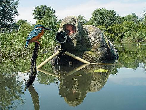 Những khoảnh khắc đẹp về các nhiếp ảnh gia đam mê tác nghiệp - ảnh 17