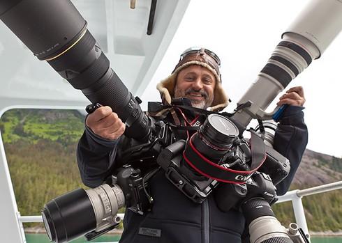 Những khoảnh khắc đẹp về các nhiếp ảnh gia đam mê tác nghiệp - ảnh 25
