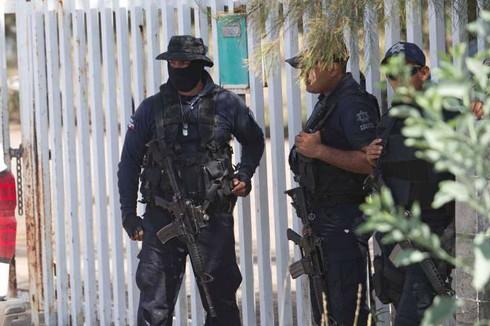 Mexico: Băng đảng xã hội đen đấu súng, 42 người chết - ảnh 1