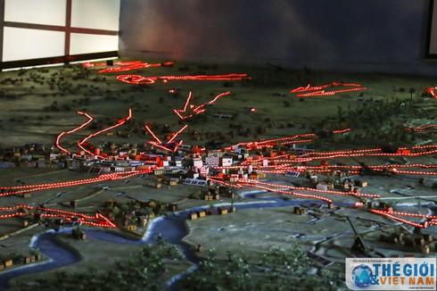 Cận cảnh hai chiếc xe tăng húc đổ cổng Dinh Độc lập - ảnh 1