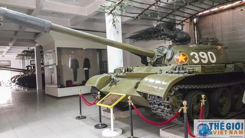 Cận cảnh hai chiếc xe tăng húc đổ cổng Dinh Độc lập - ảnh 4
