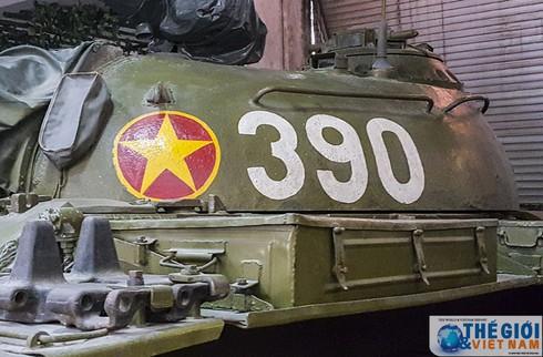 Cận cảnh hai chiếc xe tăng húc đổ cổng Dinh Độc lập - ảnh 5