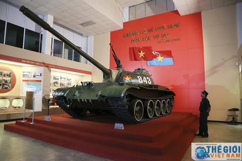 Cận cảnh hai chiếc xe tăng húc đổ cổng Dinh Độc lập - ảnh 8