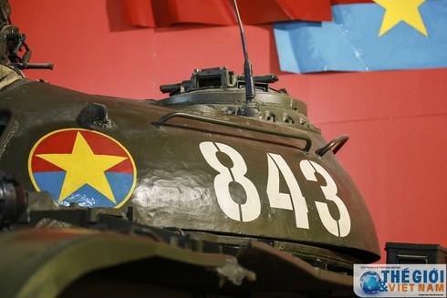 Cận cảnh hai chiếc xe tăng húc đổ cổng Dinh Độc lập - ảnh 9