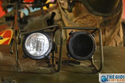 Cận cảnh hai chiếc xe tăng húc đổ cổng Dinh Độc lập - ảnh 10