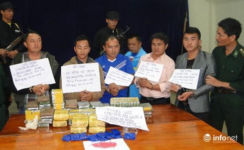 Khen thưởng 100 triệu đồng cho chuyên án 469LV, bắt nhóm buôn 91 bánh heroin - ảnh 2