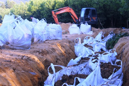 Ai bỏ tiền xử lý 394 tấn bùn thải Formosa có chất độc Xyanua? - ảnh 1