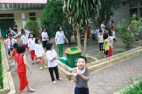 Khoảnh khắc xúc động nhìn trẻ em khuyết tật vui Tết thiếu nhi - ảnh 2