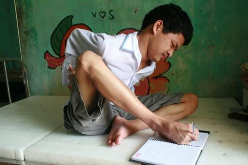 Khoảnh khắc xúc động nhìn trẻ em khuyết tật vui Tết thiếu nhi - ảnh 4