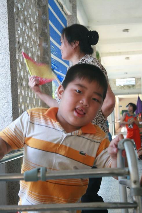 Khoảnh khắc xúc động nhìn trẻ em khuyết tật vui Tết thiếu nhi - ảnh 6