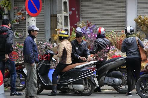 Hà Nội: Đào, hoa ra phố ngày Rằm tháng Chạp - ảnh 5