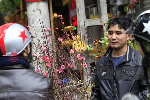 Hà Nội: Đào, hoa ra phố ngày Rằm tháng Chạp - ảnh 7