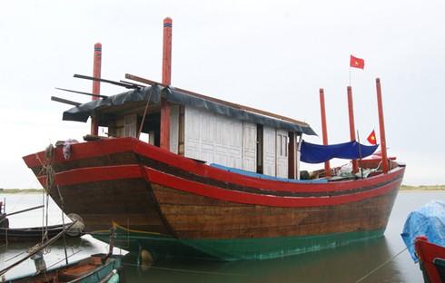 Quảng Bình: Hỗ trợ ngư dân đóng tàu cá công suất lớn để vươn khơi - ảnh 1
