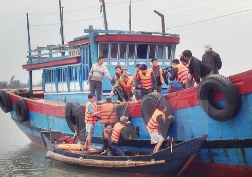 Thừa Thiên-Huế: Cứu thành công 9 thuyền viên gặp nạn trên biển - ảnh 1