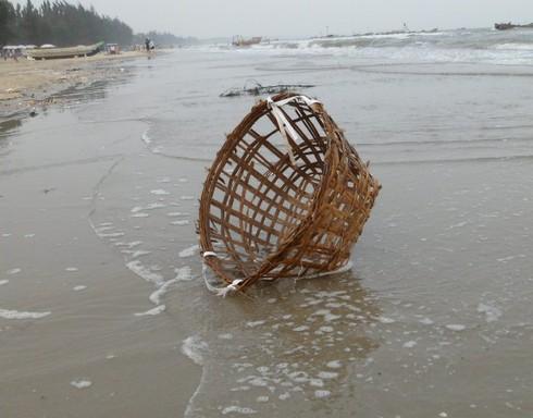 Nghỉ lễ, phát hoảng với rác thải ngập tràn bãi biển Trà Cổ - ảnh 11