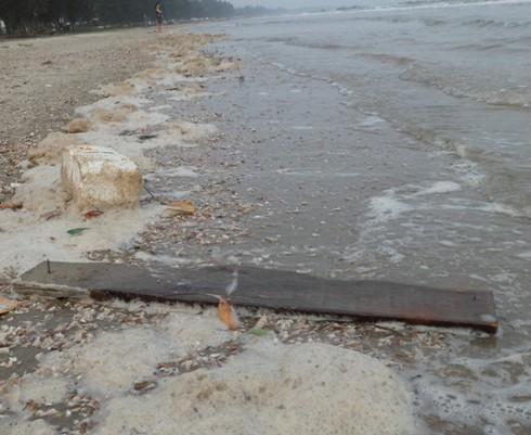 Nghỉ lễ, phát hoảng với rác thải ngập tràn bãi biển Trà Cổ - ảnh 4