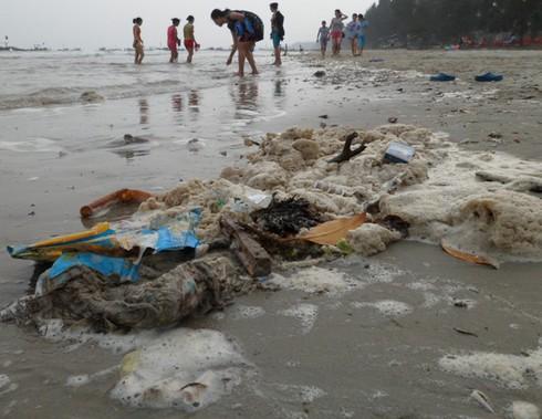 Nghỉ lễ, phát hoảng với rác thải ngập tràn bãi biển Trà Cổ - ảnh 6