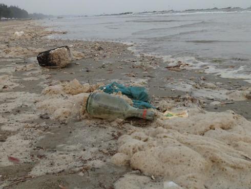 Nghỉ lễ, phát hoảng với rác thải ngập tràn bãi biển Trà Cổ - ảnh 9