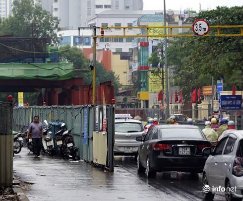 Vì sao tắc nghẽn thành chuyện thường trên đường Nguyễn Trãi? - ảnh 12