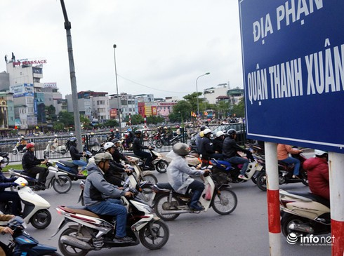 Vì sao tắc nghẽn thành chuyện thường trên đường Nguyễn Trãi? - ảnh 1