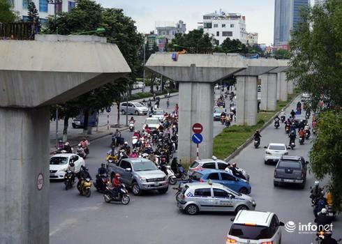 Vì sao tắc nghẽn thành chuyện thường trên đường Nguyễn Trãi? - ảnh 2