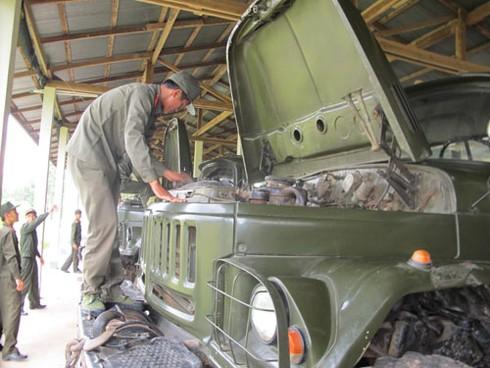 Hình ảnh xe thiết giáp, pháo binh, không quân Lào - ảnh 6