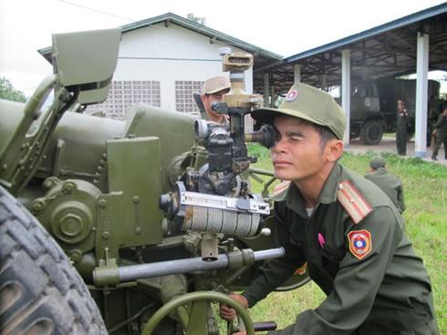 Hình ảnh xe thiết giáp, pháo binh, không quân Lào - ảnh 3