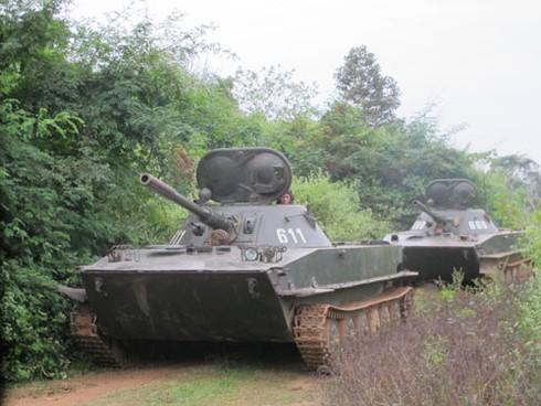 Hình ảnh xe thiết giáp, pháo binh, không quân Lào - ảnh 9