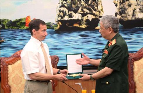 Đại biểu Bộ Quốc phòng Canada ủng hộ Việt Nam bảo vệ chủ quyền - ảnh 2