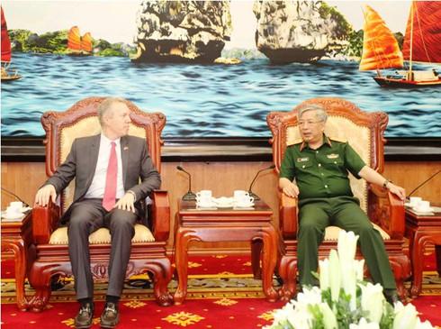 Đại sứ Mỹ Ted Osius hội đàm với Thượng tướng Nguyễn Chí Vịnh - ảnh 1