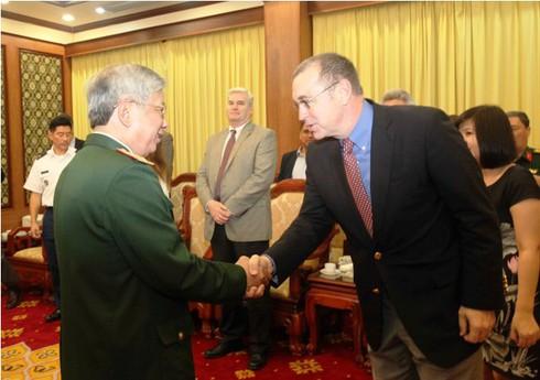 Đại sứ Mỹ Ted Osius hội đàm với Thượng tướng Nguyễn Chí Vịnh - ảnh 2
