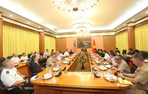 Đại sứ Mỹ Ted Osius hội đàm với Thượng tướng Nguyễn Chí Vịnh - ảnh 3