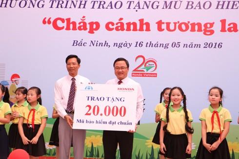 Honda Việt Nam sẽ tặng 20.000 mũ bảo hiểm cho thanh thiếu niên - ảnh 4
