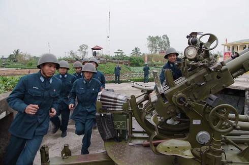 Hình ảnh pháo thủ cao xạ đất Cảng sẵn sàng chiến đấu - ảnh 1