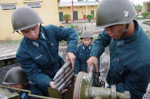 Hình ảnh pháo thủ cao xạ đất Cảng sẵn sàng chiến đấu - ảnh 2