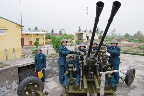 Hình ảnh pháo thủ cao xạ đất Cảng sẵn sàng chiến đấu - ảnh 3
