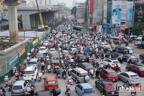 """Hiệp hội Vận tải Hà Nội: """"Taxi Uber và Grab gây ùn tắc phố cấm"""" - ảnh 1"""