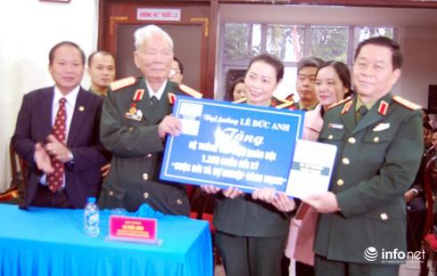 Đại tướng Lê Đức Anh tặng Thư viện Quân đội 1.200 cuốn hồi ký - ảnh 1