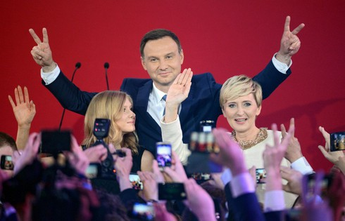 Tân Tổng thống Ba Lan sẽ mềm mỏng với Nga, thân thiết với Mỹ? - ảnh 1