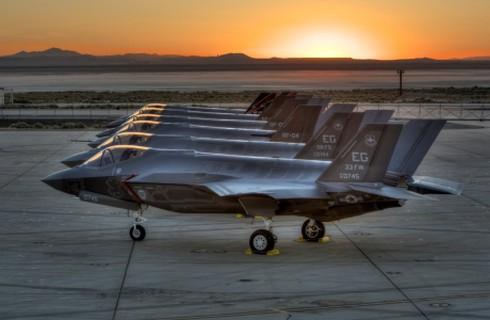 Lầu Năm Góc đặt mua ào ạt 450 chiến đấu cơ F-35 Lightning - ảnh 1