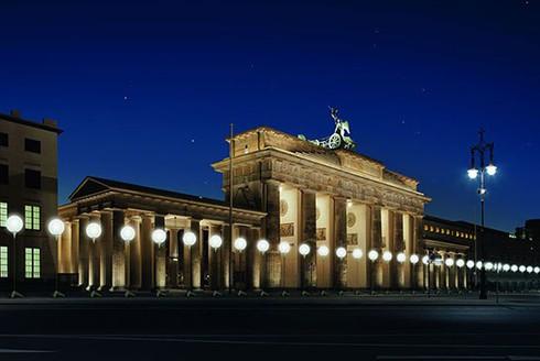 Đức: Tái hiện 'Bức tường Berlin' bằng 8.000... bóng bay - ảnh 1