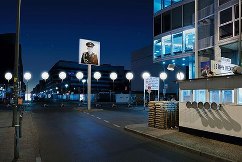 Đức: Tái hiện 'Bức tường Berlin' bằng 8.000... bóng bay - ảnh 2