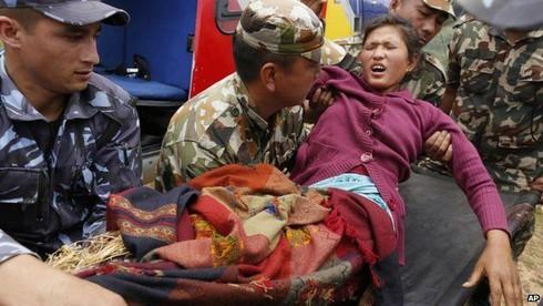 Động đất ở Nepal: 5.000 người chết, chính phủ tuyên bố quốc tang - ảnh 1