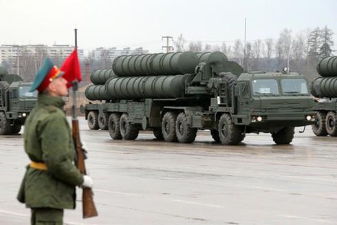 Ấn Độ mua tên lửa S-400 tối tân của Nga - ảnh 1