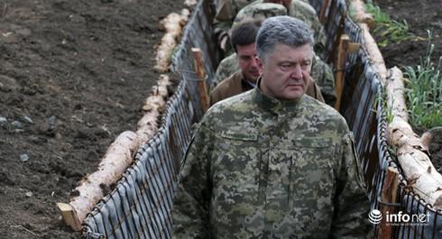 """Ông Poroshenko đang """"hết đường chi phối phương Tây""""? - ảnh 1"""
