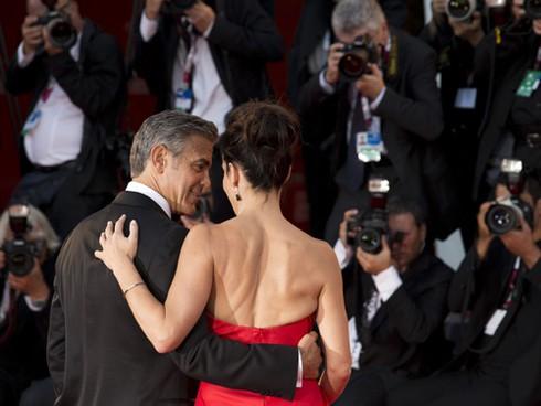 """Sandra Bullock phủ nhận tài tử George Clooney """"liếc mắt đưa tình"""" - ảnh 2"""