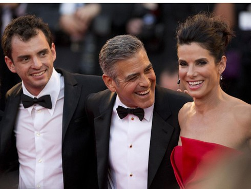 """Sandra Bullock phủ nhận tài tử George Clooney """"liếc mắt đưa tình"""" - ảnh 3"""